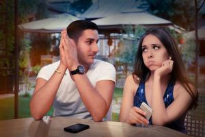 7 Anzeichen das du den Falschen datest